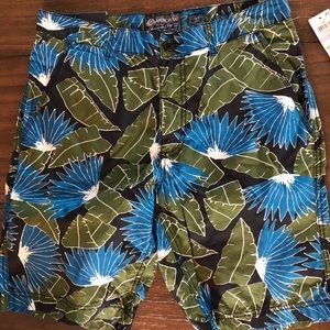 Men's slim fit tropical shorts